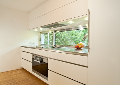 Kitchen in color white