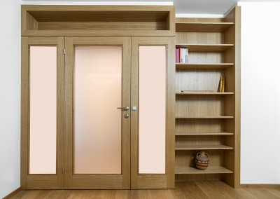 Anteroom in plain oak