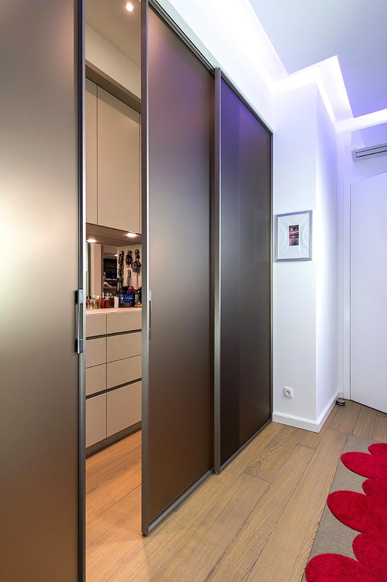 begehbare garderobe begehbarer von cabinet nach ma. Black Bedroom Furniture Sets. Home Design Ideas