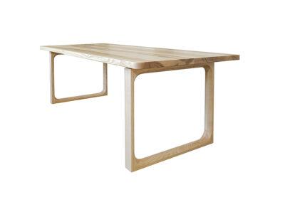 Tisch in Esche massiv